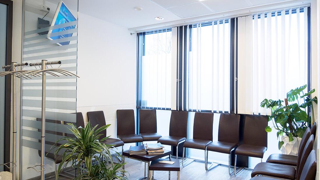 Die Praxis von Hausarzt Dr. Fürsch und Nephrologe Aazami Gilan in Königstein - unser Wartezimmer