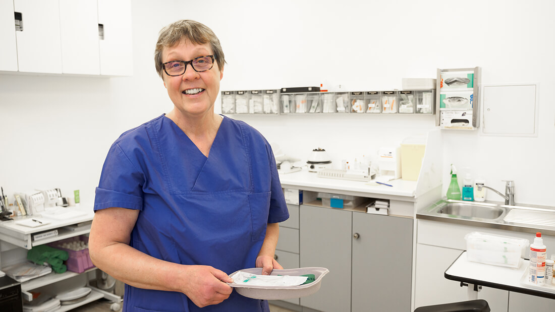 Die Praxis von Hausarzt Dr. Fürsch und Nephrologe Aazami Gilan in Königstein - Mitarbeiterin Angelika Müller